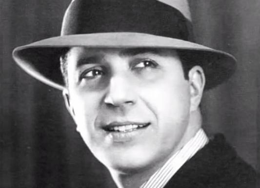 Carlos Gardel, biografía del Zorzal criollo