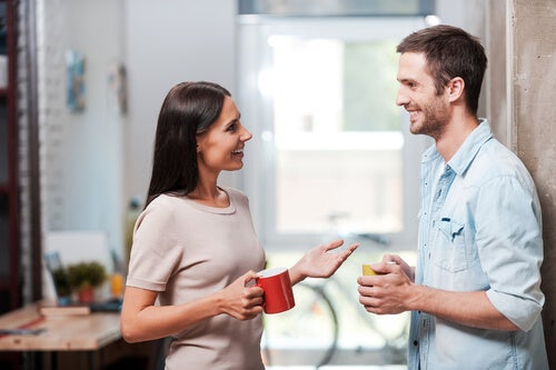 Frente a frente: la distancia entre personas en el diálogo