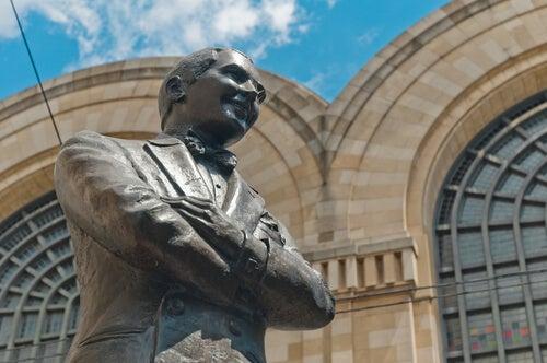 Estatua de Carlos Gardel