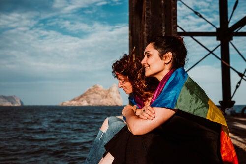 Mujeres con banderas LGTB