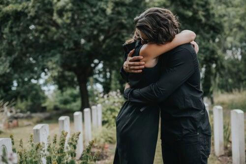 Mujeres en un funeral