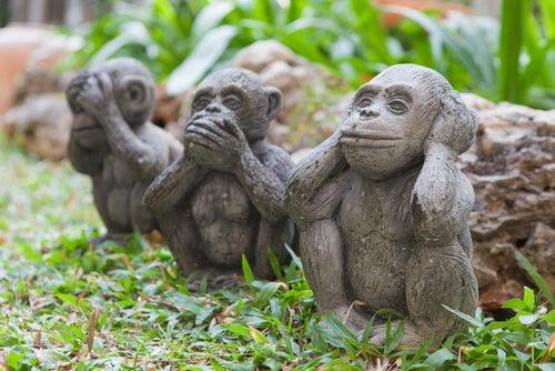 Estatua de tres monos