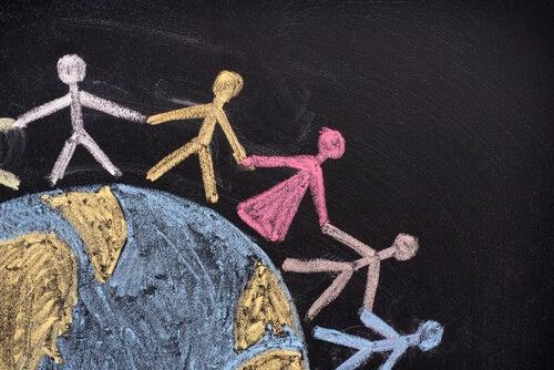 Monigotes sobre la bola del mundo para representar los derechos humanos