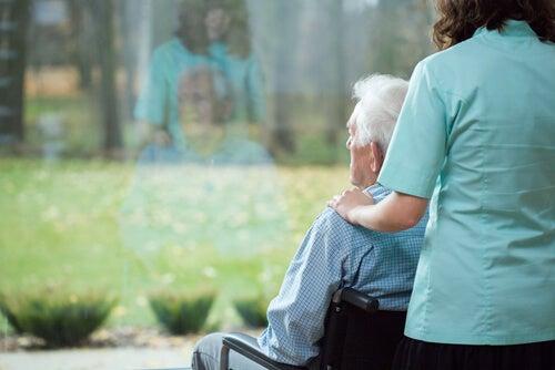 Persona en silla de ruedas con enfermedad de Hungtinton
