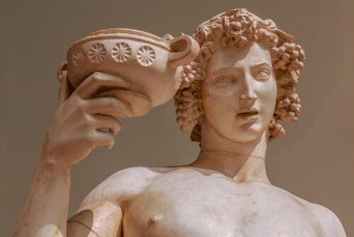 El mito de Dioniso, el dios alegre y fatal