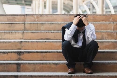 ¿Cómo se relacionan la salud y el desempleo?