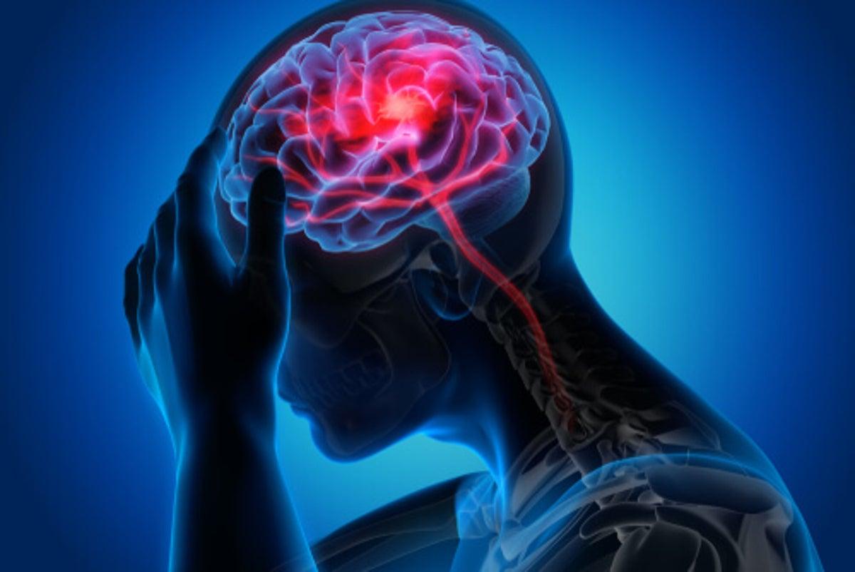 Síntomas de conmoción cerebral en la parte posterior de la cabeza