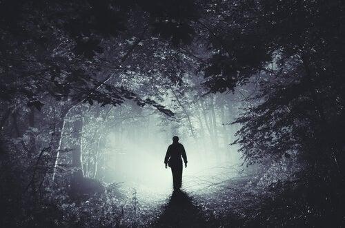 La maldad del hombre: la tercera idea irracional de Ellis