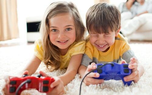Niños con videojuegos