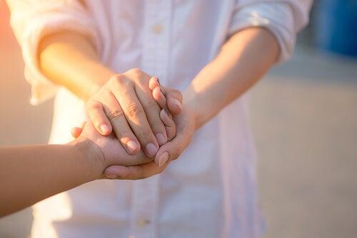 ¿De qué maneras nos beneficia ayudar a los demás?