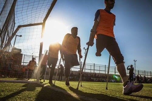 Personas con discapacidad en campo de fútbol