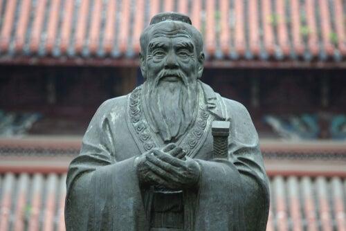 Estatua de Confucio