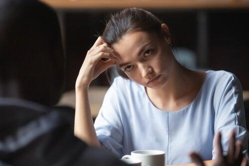 El síndrome del pájaro carpintero o taladrar las conversaciones con los mismos argumentos