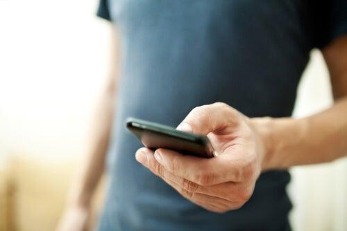 Persona con móvil