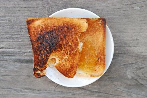 ¿Por qué la acrilamida es peligrosa para la salud?