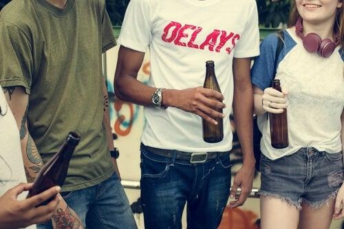 Adolescentes con bebidas alcohólicas