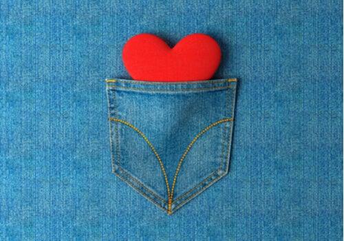 Pocketing: cuando tu pareja te esconde ante los demás