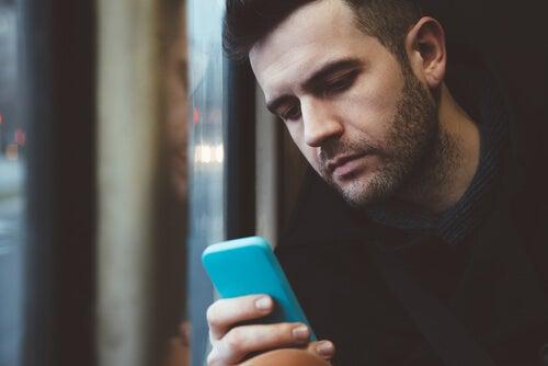 Comportamiento en redes sociales, masculinidad tóxica y depresión