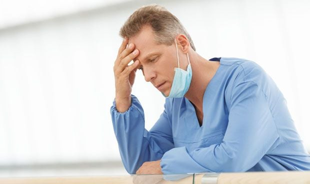 Médico preocupado por coronavirus