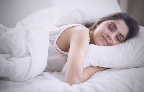 Cómo reprogramar tu mente mientras duermes