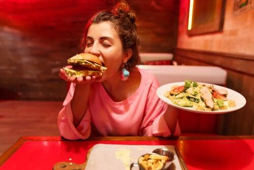 Mujer con apetito insaciable