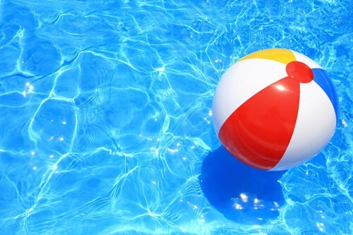Imagen representando la metáfora de la pelota en la playa