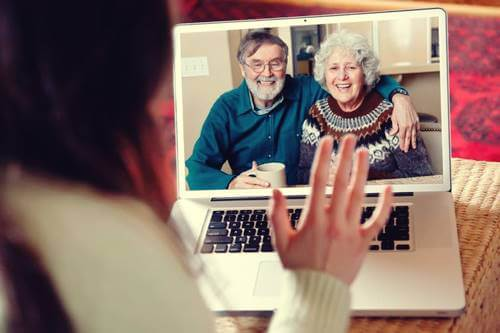 Mayores por videoconferencia cuidando de los vínculos en la distancia