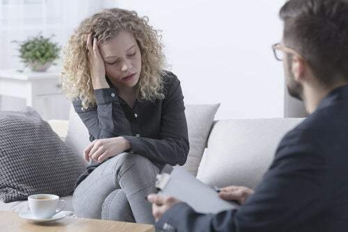 Mujer en terapia para alivia de trauma