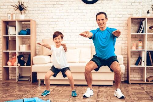 Padre e hijo haciendo deporte