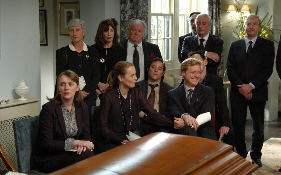 Personas en un funeral