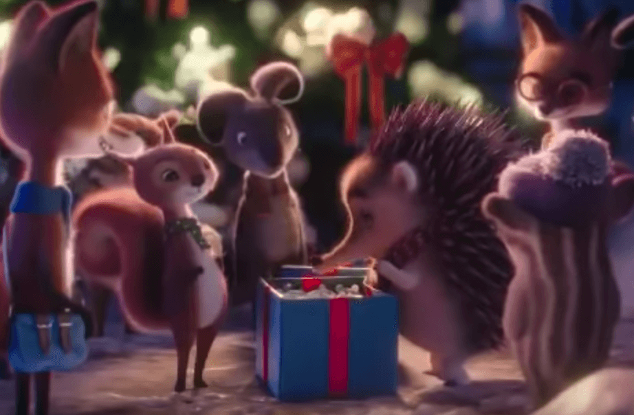 Puercoespín abriendo regalos