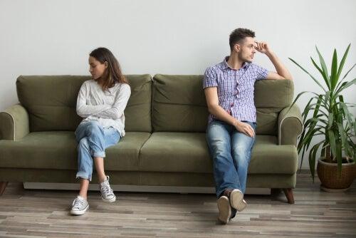 Extrovertidos e introvertidos: razones por las que pueden repelerse al encontrarse