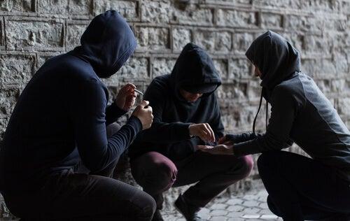 Adolescentes con drogas