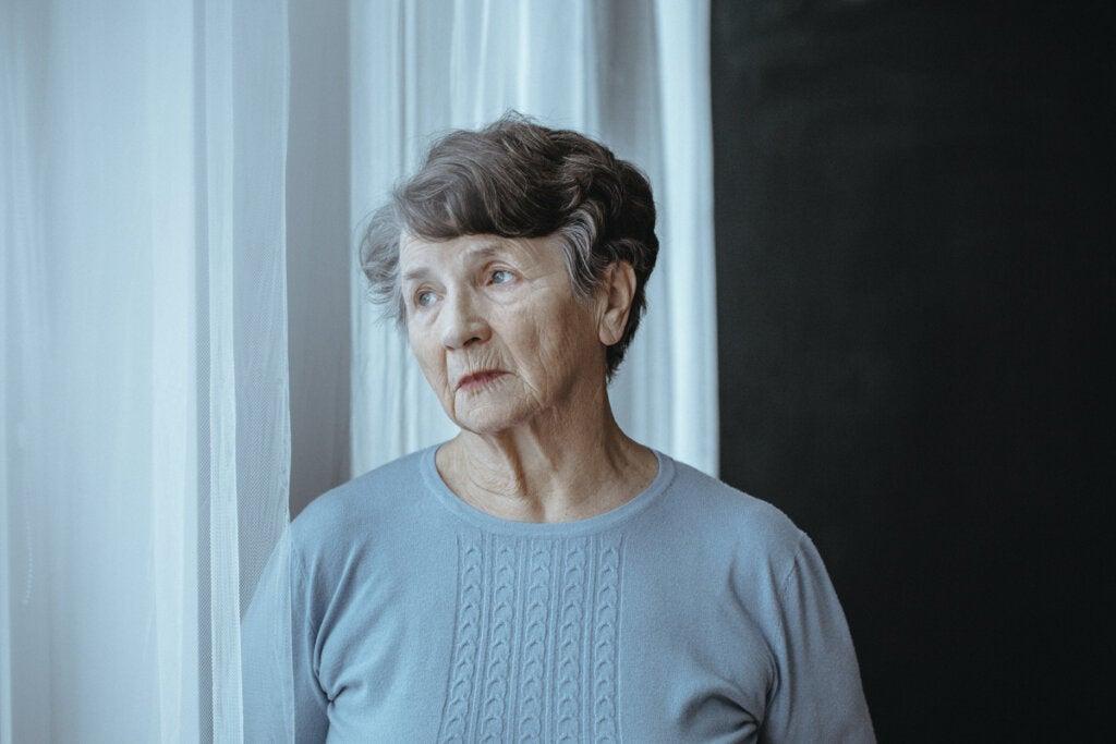 Mujer con alzhéimer