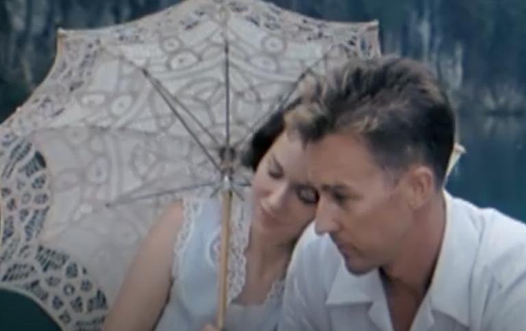 El velo pintado: la historia de un amor nacido del desencuentro