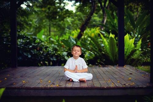 Niño en el rincón de la calma