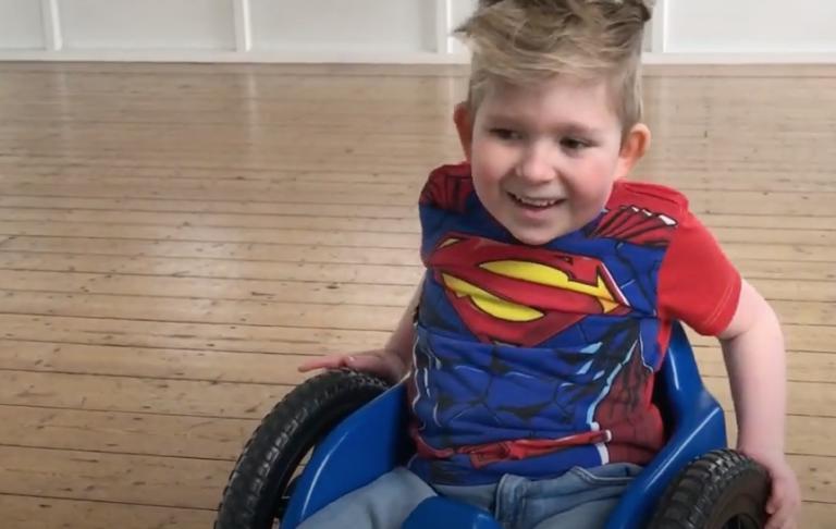 Abrazos para Noah, un asombroso caso de crecimiento cerebral