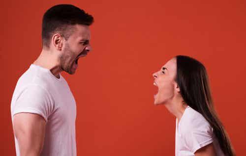 Gritar y pedir que no te griten