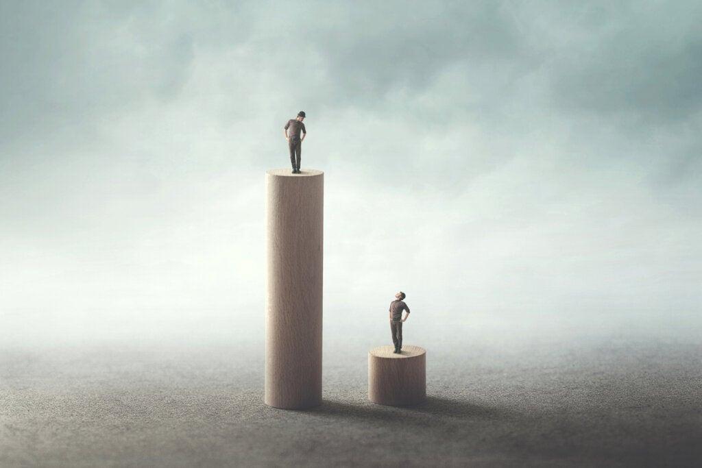 Personas subidas a torres desiguales