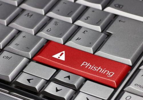 Teclado con tecla roja con la palabra phising