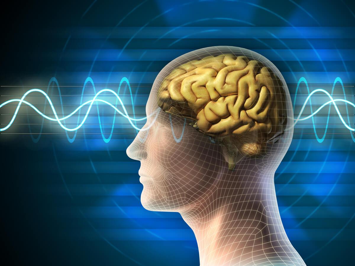 Hombre con el cerebro emitiendo ondas por el ciclo del sueño
