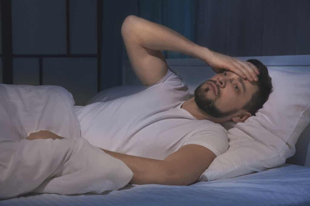 Hombre con insomnio