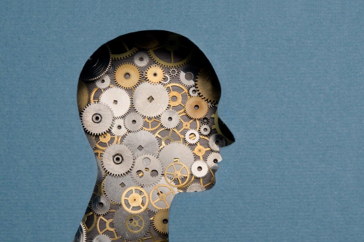 Mente de una persona con mecanismos