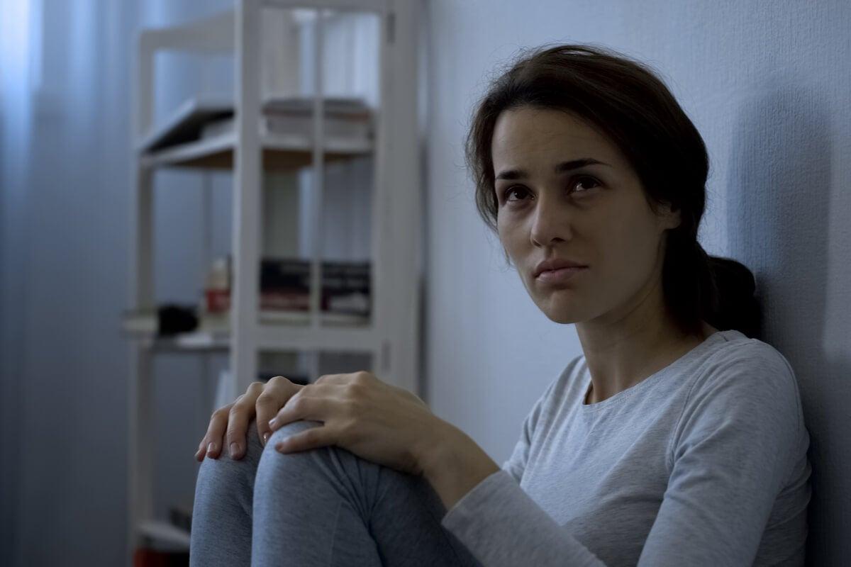 Mujer con esquizofrenia simple