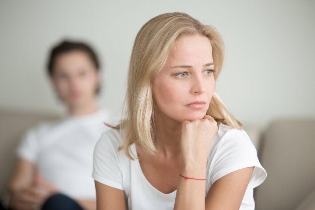 Mujer dudando su situación