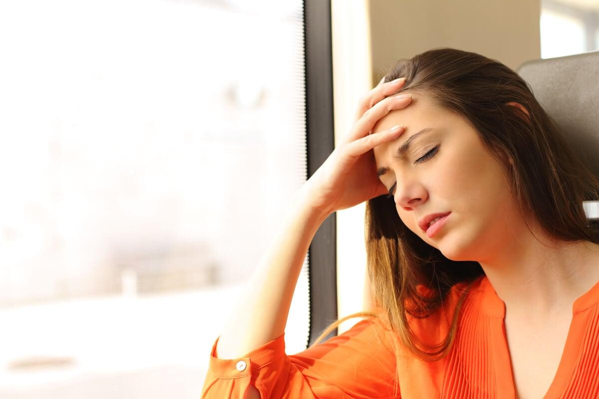 Mujer mareada por ansiedad