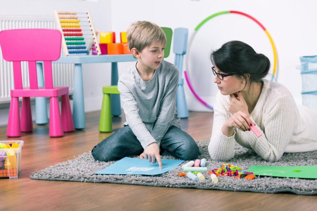 Niño en terapia psicológica