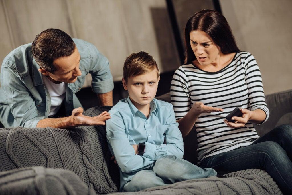 Un enfant adulte manipulateur peut causer des problèmes