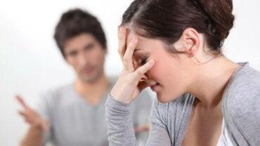 Mi pareja es celosa ¿qué puedo hacer?