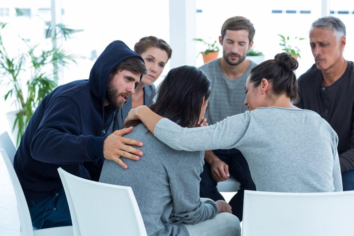 Personas en terapia grupal